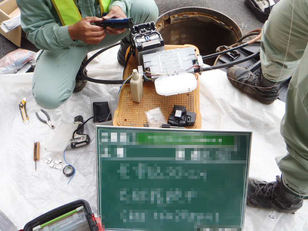 情報BOX光ケーブル工事1